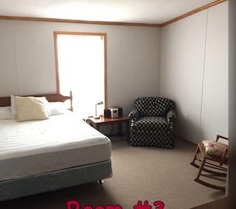 Winter Harbor Village Dorm Room 3 - Internat