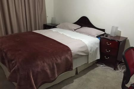 Master bedroom - Belmont - House