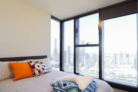 Sky High View Central CBD Apartment - Melbourne - Apartment