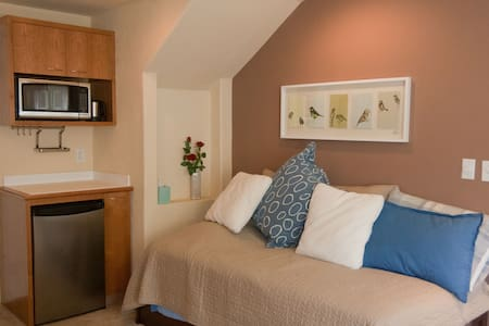 Comfy Studio with Private Entrance - 一軒家