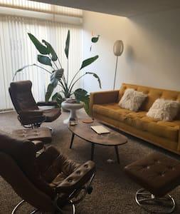 Lovely Midcentury 1 Bed/Loft Condo - Culver City - Condominium