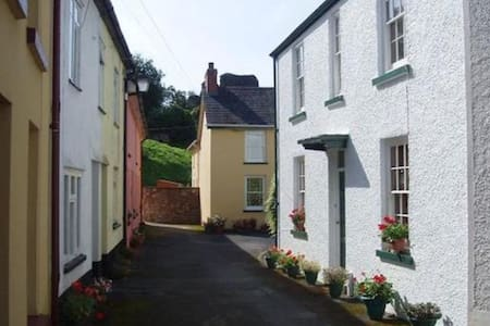 Historic cottage near the castle - Hus