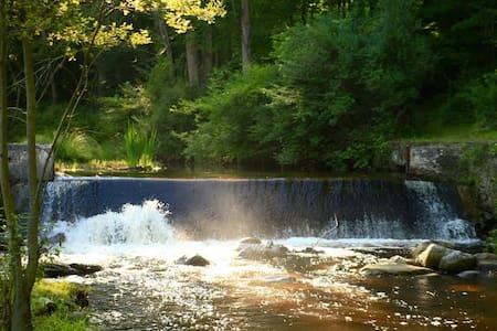 Historic Guest Barn on Magic Waterfalls - Newton