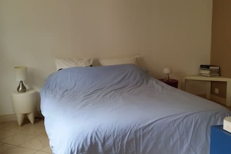 chambre privative dans dépendance de la maison - Sandillon - Huis