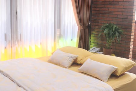Comfort room with ethnic building - Kalasan - Andere