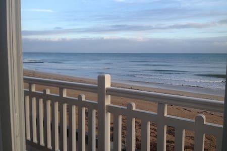Amazing beachfront house - Saint-Aubin-sur-Mer - Huis