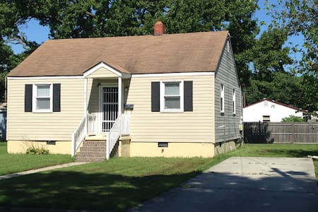 2 Bedroom Private Comfortable Getaway Home - Hampton