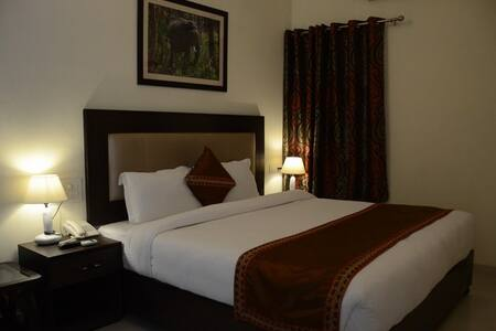 Chitra Grand Hotel - Bed & Breakfast