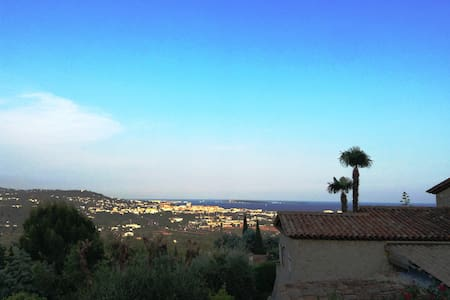 Lovely house with mountain- & sea view - Mandelieu-la-Napoule