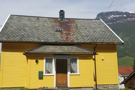 Flott leilighet til leie med utsikt - Geiranger - Wohnung
