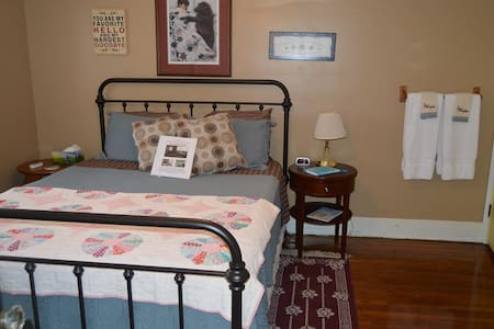 Hope Room - Lamoni - Bed & Breakfast