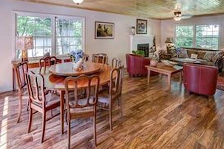 Adorable Mountain Cottage! - Montreat - Huis