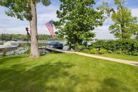 Lakefront Home with Year Round Fun - Twin Lakes - Maison