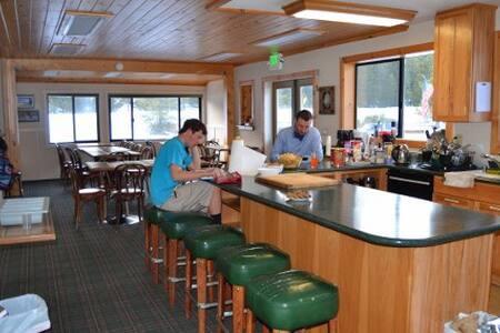 INSIDE Bunk Rm-BRING SLEEPING BAGS-Tamarack Lodge - Bear Valley - Szoba reggelivel