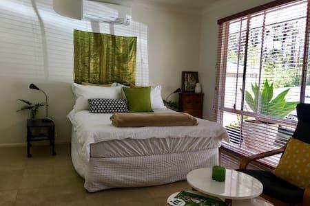 Private apartment near Noosa - Doonan