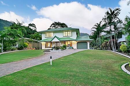 Falcon Street Retreat in the Green - Casa