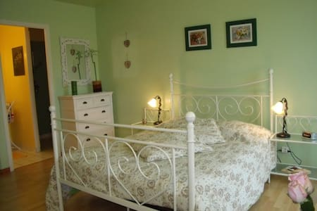Vaste chambre avec accès privé - Saint-Avit-Saint-Nazaire - House