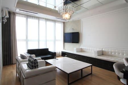 지웰시티 2차 최상층 45층입니다. 방3화장실2주방 - 청주시 - Apartamento