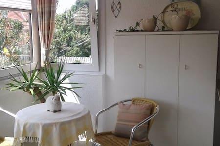 Ferienwohnung Edith, großzügige Ferienwohnung - Hus