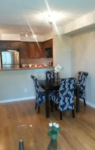 Bright and Spacious Condo in a Great Location - Appartement