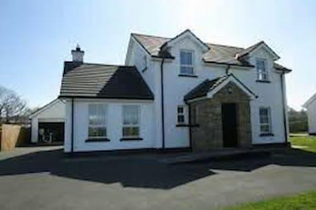 Clonmany Village Quiet street - Haus