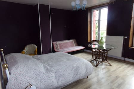 Chambre Spacieuse Maison Rouge - House