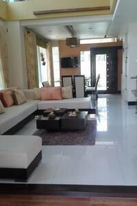 A beautiful modern zen home - Davao City - Bed & Breakfast
