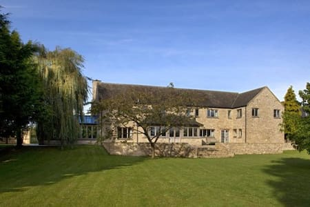 Jacobean Farmhouse in the Cotswolds Bedroom 2 - Oxfordshire - House