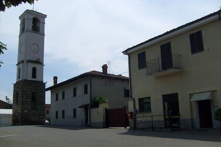 CONFORTEVOLI BILOCALI ZONA LANGHE - Apartment