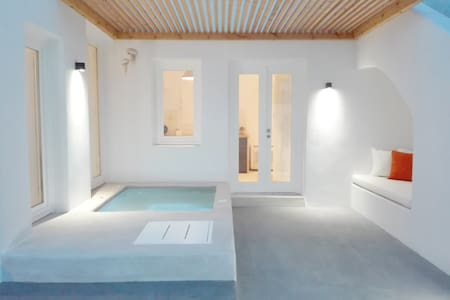 Thiro Suite with outdoor jet tub - Thira - Apartment