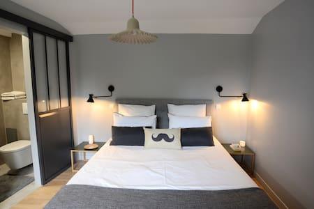 Chambre  2 à l'étage, côté jardin - Bed & Breakfast