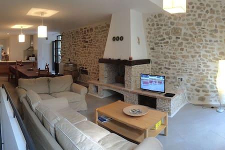 Maison Médiévale, Terrasse Tropézienne et SPA - Dům
