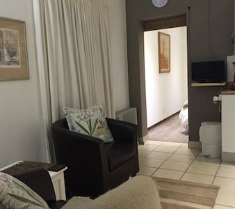 Self-Catering Cottage, Sandton - Sandton - Wohnung