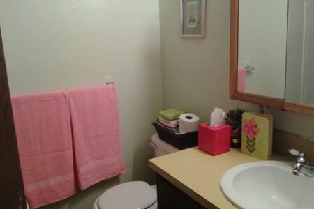 Private Room in lovely Steilacoom. - Steilacoom - House