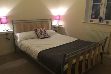 Bright Double Bedroom & Bathroom - Yeovil