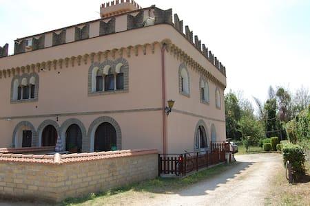 Castello Torraccia - Monte Caminetto