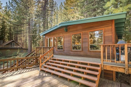 Pet-Friendly Tahoe Cabin - South Lake Tahoe - Chalet