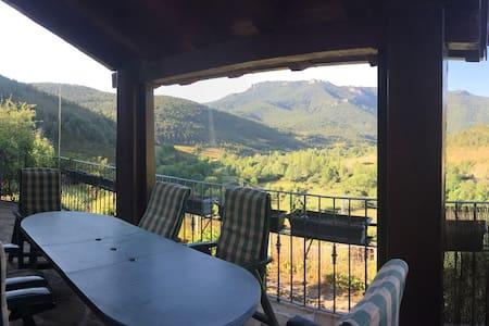 Preciosa casa de montaña en Jasa - House