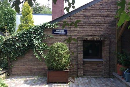 """Studio """"ligne claire""""  vue jardin - Rumah Tamu"""