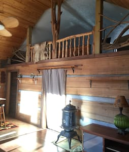 Grandpa's Cozy Cabin with Loft - Martinsville - Cabin
