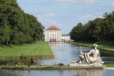 residing close to the Nymphenburg residence - Munich - Apartment