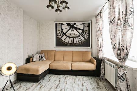 Уютная дизайнерская квартира - Ostrovtsy - Appartement