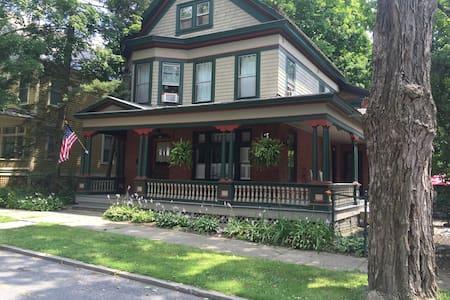 1886 Saratoga Victorian Classic - Haus