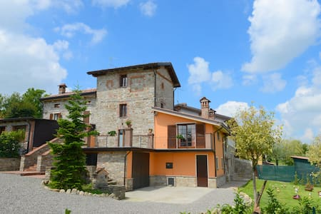 Casa del '700 sulla valle più bella del mondo - Bassano Sotto - House
