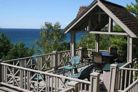 The Happy Place Cottage - Harbor Springs - Blockhütte
