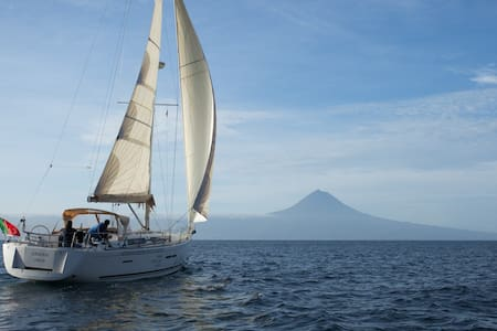 Azores Marina House - Sail Boat - Barco
