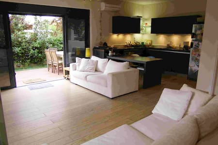 Independent apartment with garden - Melissia - Appartement