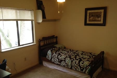 Private Bed/Bath minutes from UF & downtown - Gainesville - Lakás