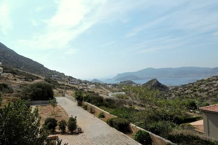 Cozy Ground floor apartment with garden and a View - Porto Rafti