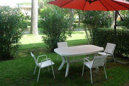 Grazioso bilocale in residence con giardino - Bibbona - Wohnung